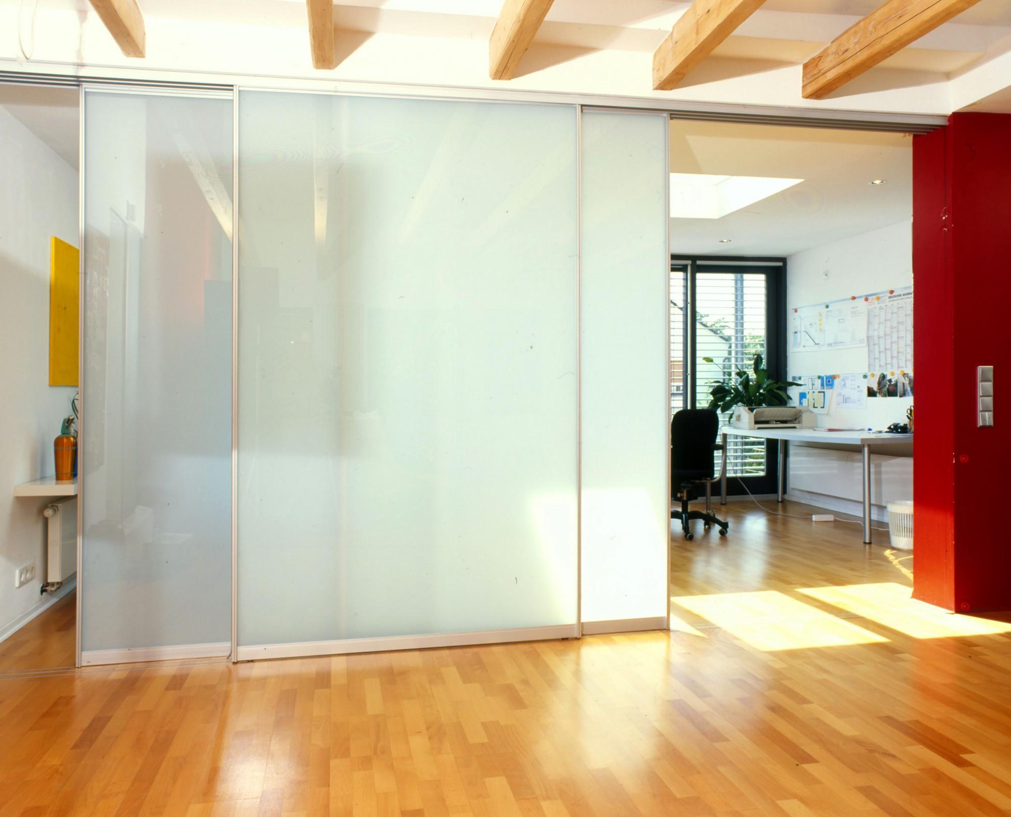 wanduhren aus glas wohnzimmer inspiration ber haus design. Black Bedroom Furniture Sets. Home Design Ideas
