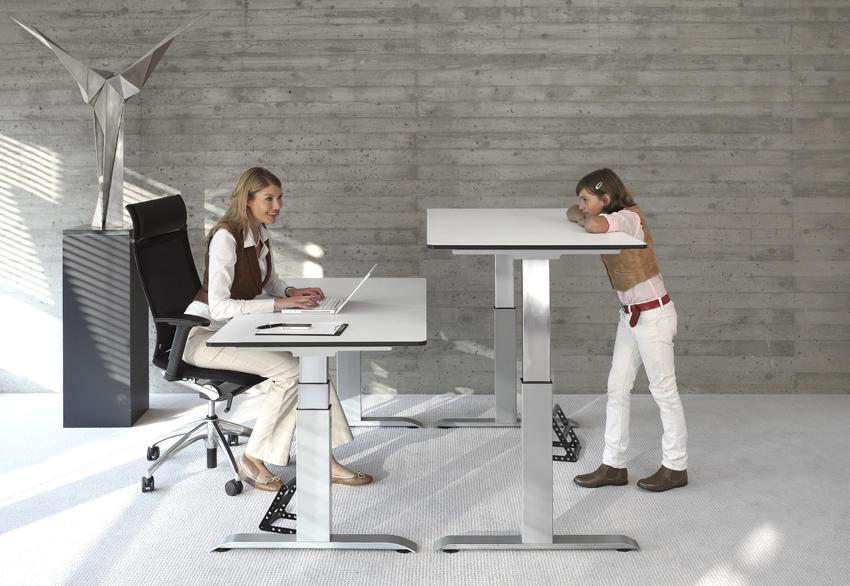 schreibtisch zum hoch und runterfahren. Black Bedroom Furniture Sets. Home Design Ideas